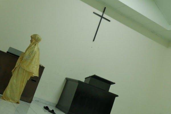 Viral Wanita Salat di Gereja, Begini Sikap MUI
