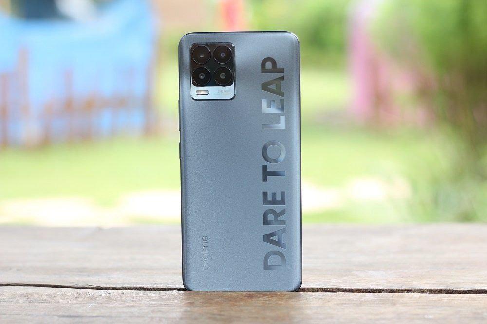 Realme 8 Pro (techbiz.id)
